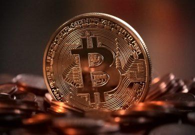 Bitcoin splits voorlopig niet en stijgt flink