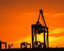 Olieprijs stijgt door nieuwe spanning in de Straat van Hormuz