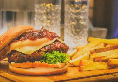Millennials geven jaarlijks 1.500 euro uit aan eten en drinken buiten de deur