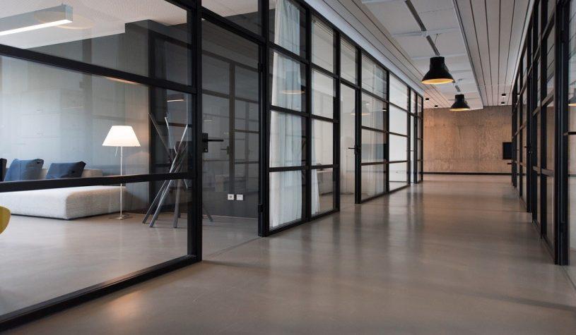 De perfecte kantoorvloer van laminaat of visgraat pvc