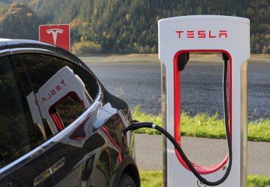 Tesla roept bijna 10.000 auto's terug vanwege productiefout